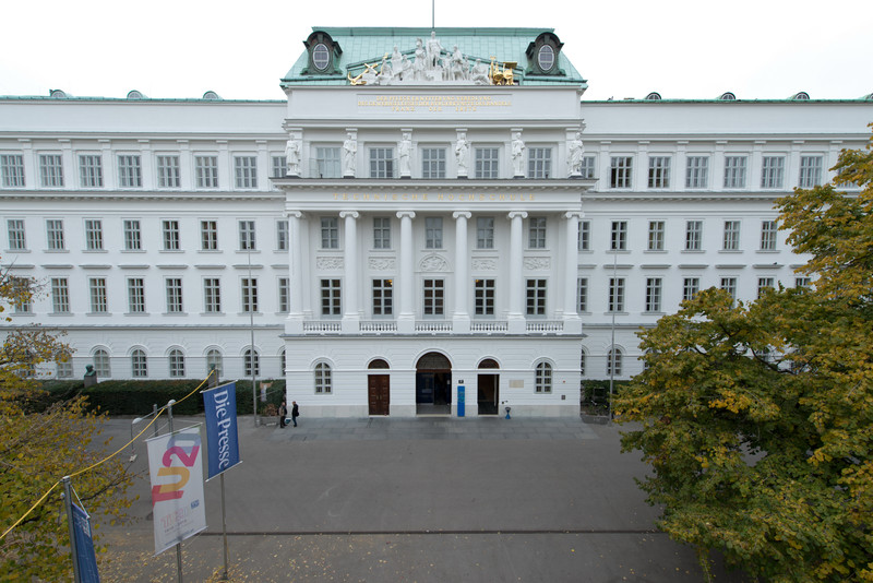 The TU main building at Karlsplatz Wien. Foto: Thomas Blezina